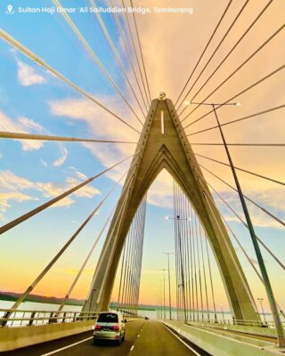 Opened in March 2020, the new 30-kilometre Sultan Haji Omar 'Ali Saifuddien Bridge connecting the Temburong District to Bandar Seri Begawan and also the longest oversea bridge in Southeast Asia - this majestic structure is a relaxing and picturesque ride across the districts, especially during sunset!   📸: @ajrulmail  #discoverbrunei #travelgram #instatravel #travelasia #travelinspiration #travelphotography #travel #wanderlust #destinationearth #seetheworld