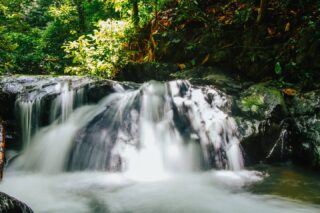 Waterfall-ing inlove with Sungai Apan! Adopt a pace of nature to your daily hustle 🌿  #discoverbrunei #travelgram #instatravel #travelasia #travelinspiration #travelphotography #travel #wanderlust #destinationearth #seetheworld
